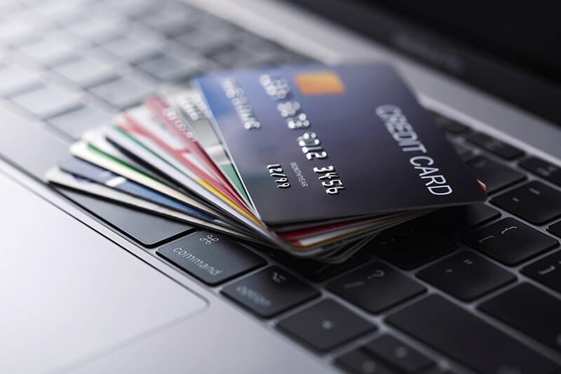 女性が選ぶクレカランキング、利用率1位はやっぱり「楽天カード」、還元率満足度1位は?