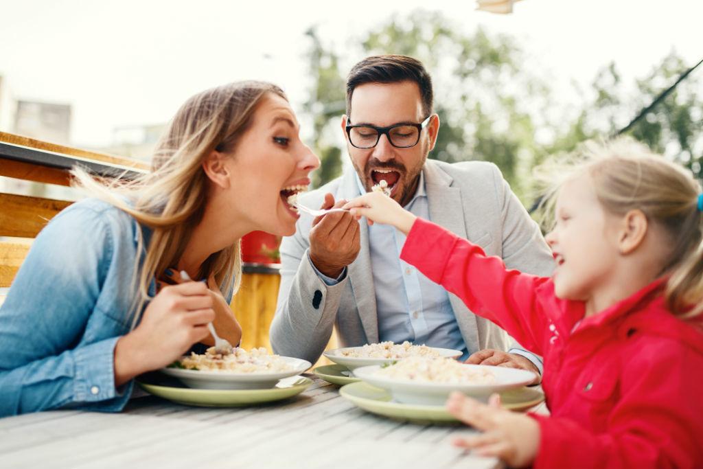 家族で外食が楽しめる4月の株主優待5選——アイ・ケイ・ケイ、梅の花など